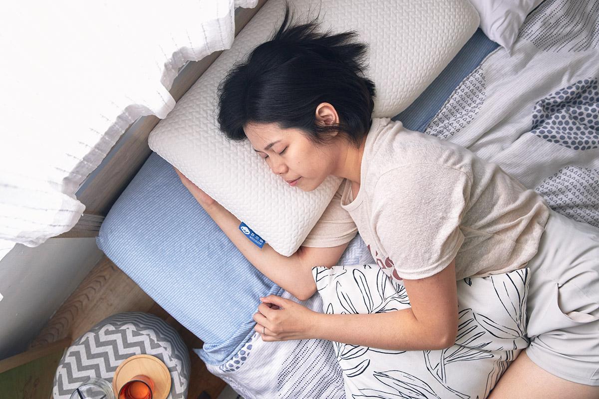 好物開箱|MIT記憶枕解決我的睡眠問題,終於告別肩頸僵硬|自然醒 太空眠重力枕