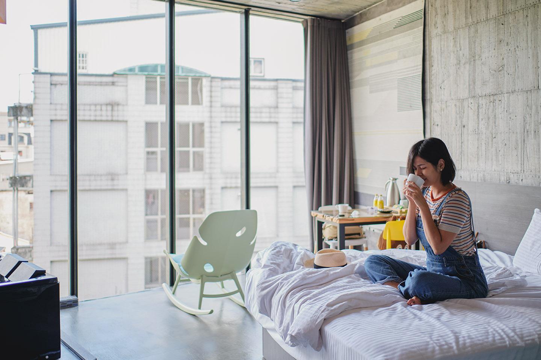 礁溪住宿|輕工業風設計新旅宿,泡美人湯落地窗山景相伴|悠宅